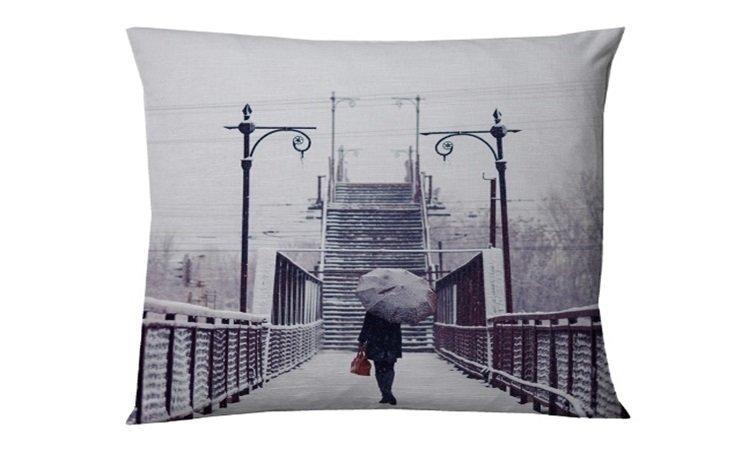Dekoratīva spilvendrāna Bridge, 45x45 cm cena un informācija | Dekoratīvie spilveni | 220.lv
