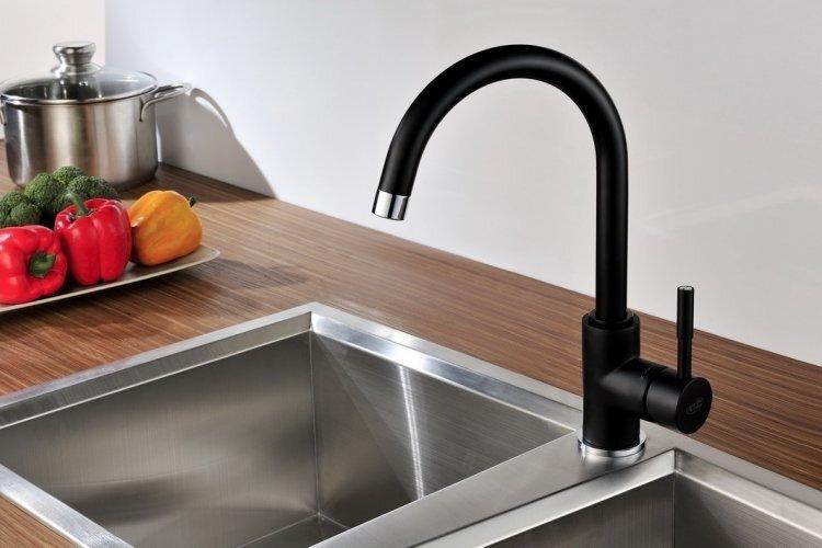 Virtuves jaucējkrāns Blue Water Colorado, melns cena un informācija | Izlietnes | 220.lv