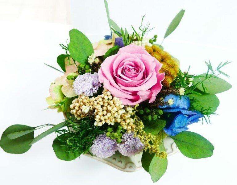 Ziedu kompozīcija ar stabilizēto rozi cena un informācija | Mākslīgie telpaugi | 220.lv