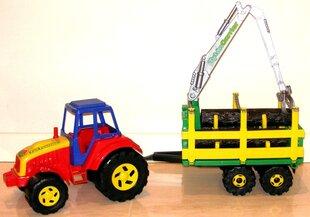 Traktors Tytan ar baļķiem un piekabi