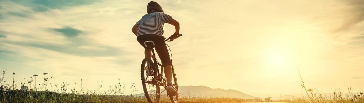 Bērns sāk pārvietoties ar velosipēdu? 5 noderīgi padomi drošai braukšanai ar velosipēdu